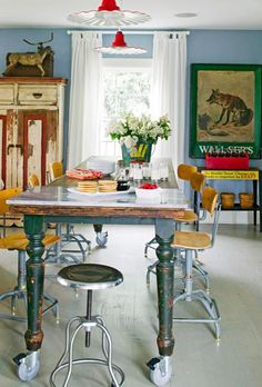 House Tour: Decorate With Vintage Finds