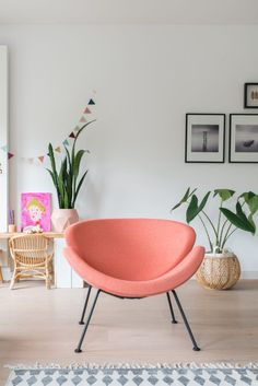 &SUUS | Artifort Orange Slice | www.ensuus.nl, pantone blooming dahlia, salmon pink, coral peach