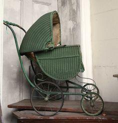 Antique baby buggy Antique Crib, Antique Toys, Vintage Pram, Vintage Toys, Silver Cross Prams, Prams And Pushchairs, Crib Toys, Baby Buggy, Dolls Prams