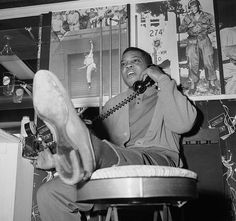 Giants Willie Mays makes a call in his New York home, Jan. Leo Durocher, Willie Mays, New York Homes, Sports Photos, Mlb, Baseball Cards, Major League, Nifty, Legends
