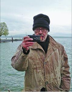 Jean-Luc Godard shooting his latest film Adieu au langage jlgplusjlg: Portrait de JLG sur le tournage d'Adieu au langage Photo : Monique Moser