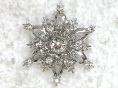 CLEAR SNOWFLAKE PIN BROOCH FOR BRIDESMAID FLOWER GIRL WEDDING PARTY  C461