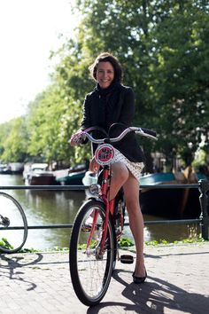 Proof that biking in a skirt is completely acceptable