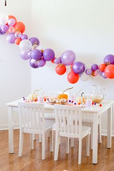 A Festive Fall Party Featuring Seasonal Snacks and DIY Pumpkin Patch Cards - perfect kids fall party inspiration to create sweet memories with your kids. Kids Party Themes, Party Ideas, Thanksgiving Crafts For Kids, Chocolate Sprinkles, Pumpkin Spice Cupcakes, Diy Pumpkin, Party Plates, Fun Cocktails, Balloon Garland