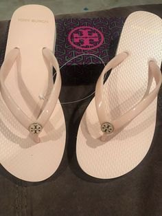 ab4fb7bf6 Tory Burch Women s Logo Flip-Flops Size 7 Perfect Blush New in Box Never  Worn