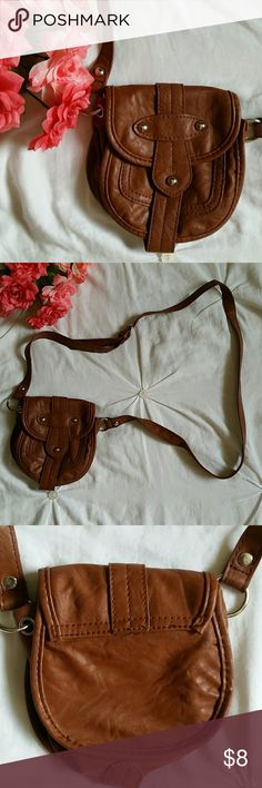 Cross Body Brown Purse Perfect bag to throw on if you only need to carry a couple of things. Used only a couple of times. Measures approximately 6 inches in length and 5 inches in width. Comes from a smoke free/pet free home. Open to reasonable offers. Bags Crossbody Bags