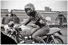 """Interview: Alicia """"Motolady"""" Elfving - Pipeburn - Purveyors of Classic Motorcycles, Cafe Racers & Custom motorbikes"""