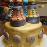 06_how_to_dalek_doctor_who_cake_dabbled