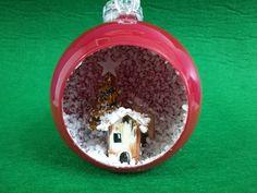 Sfera di Natale illuminata con mini villaggio interno. Christmas Ornament