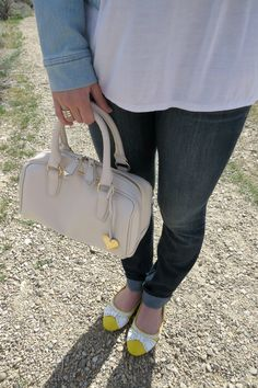 dark skinny jeans and yellow flats