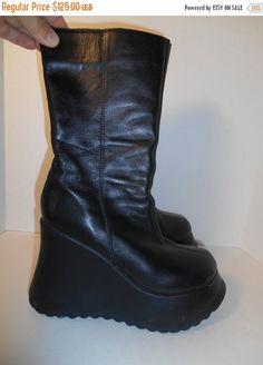 90s Vintage leather platform boots Black by ATELIERVINTAGESHOP