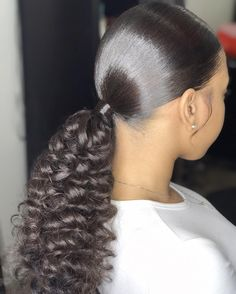 17 Winning Looks With Natural Ponytail Hairstyles Products Ariana Grande Pferdeschwanz Frisur Tutori Curly Ponytail Weave, Slick Ponytail, Ponytail Hairstyles Tutorial, Ponytail Styles, Weave Hairstyles, Girl Hairstyles, Curly Hair Styles, Natural Hair Styles, Long Ponytail Hairstyles