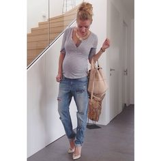 Básico pero hermoso este look para lucir tu #embarazo! #maternity #style www.wombox.co