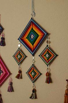 Gods eye or Oje de Dios - Arts And Crafts Diy Home Crafts, Yarn Crafts, Sewing Crafts, Arts And Crafts, Crochet Wall Hangings, Yarn Wall Hanging, Diy Wall Art, Diy Art, God's Eye Craft