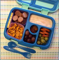 The Lucky Lunchbox/ Natural Selects hotdog slices packed in the Bentgo Kids lunchbox