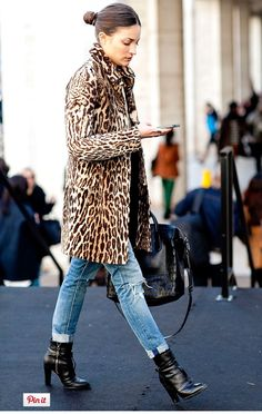 Simple outfit with leopard again... jeans makes it more casual. Love the black purse and boots.