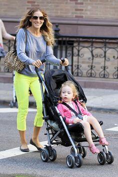 Sarah Jessica Parker figli: la fashion icon con le piccole gemelle e i passeggini Cybex Onyx, foto