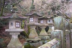 http://i.ehow.com/images/a06/bb/r5/construct-stone-japanese-lanterns-800x800.jpg
