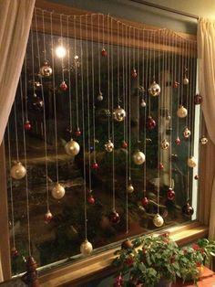101 Christmas decorations easy and cheap - Christmas Crafts Christmas Window Decorations, Decorating With Christmas Lights, Christmas Themes, Christmas Holidays, Christmas Windows, Christmas Decorations Apartment Small Spaces, Cheap Christmas Crafts, Homemade Christmas, Christmas Decorations For Windows