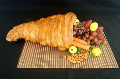 Bread Cornucopia - using refrigerated breadstick dough. Great idea for Thanksgiving.