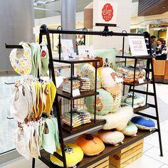 Pop-up display for craft fair, trade show, mall kiosk.