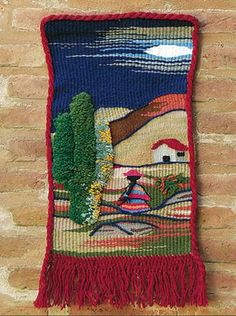 07 - Tapíz con urdimbre mixta - Tapices                              … Weaving Textiles, Weaving Patterns, Tapestry Weaving, Loom Weaving, Weaving Projects, Crochet Projects, Pom Pom Bag Charm, Sewing Art, Woven Wall Hanging
