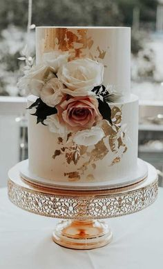 Need some inspiration for your cake design?Check out our best wedding cake ideas to get inspiration – From metallic accents and fresh flowers to intricate details, we rounded up. wedding cakes The 50 Most Beautiful Wedding Cakes Pretty Wedding Cakes, Floral Wedding Cakes, Amazing Wedding Cakes, Fall Wedding Cakes, Wedding Cake Designs, Floral Cake, Purple Wedding, Classic Wedding Cakes, Gold Wedding