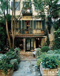 Townhouse w/shutters in Milan. Need.