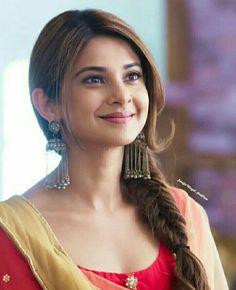 💕 Hindi Actress, Bollywood Actress, Indian Tv Actress, Indian Actresses, Beautiful Smile, Most Beautiful Women, Lehenga Hairstyles, Jennifer Winget Beyhadh, Tashan E Ishq