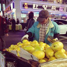 .@yohko426   かりんのいい匂いがしてました。 #富平市場 #부평시장 #釜山 #korea #부산 #남포동...   Webstagram