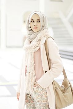 How to wear hijab wear headscarves for Muslim women's in daily routines. How to wear hijab with veil and scarf look fashionable in the eyes of all people. Islamic Fashion, Muslim Fashion, Modest Fashion, Fashion Mode, Fashion Wear, Fasion, Street Fashion, Trendy Fashion, Fashion Trends