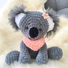 Leami by you Crochet Amigurumi Koala Koko, only the head is sewn on. Crocheted by on Insta Crochet Toys Patterns, Amigurumi Patterns, Stuffed Toys Patterns, Crochet Amigurumi, Amigurumi Toys, How To Start Knitting, Bear Doll, Crochet Animals, Handmade Toys