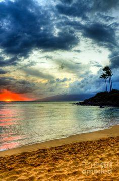 ✯ Kapalua Hawaii Sunset Kapalua Hawaii, Maui Hawaii, Hawaii Vacation, Hawaii Travel, Beautiful Islands, Beautiful Beaches, Beautiful World, Hawaiian Islands, Heaven On Earth