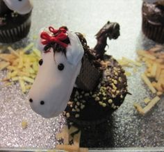 Horse Cupcakes - truly the hit of any party! In this article, I have shared step by step instructions, including tons of photos, to make your own Horse Cupcakes. Horse Theme Birthday Party, Horse Party, Birthday Ideas, 3rd Birthday, Birthday Snacks, Cowgirl Party, Birthday Wishes, Cupcake Birthday Cake, Cupcake Cakes