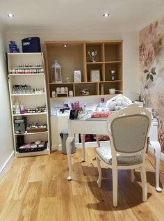 Nails and the city Home Beauty Salon, Home Nail Salon, Nail Salon Design, Nail Salon Decor, Beauty Salon Decor, Beauty Room, Salon Decorating, Decorating Ideas, Decor Ideas