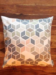 einzigartiges Kissen von rauffaser - finest textiles. www.rauffaser.de #Kissen #dice #dekostoff #kreativ #Stoff #textil #einrichten #deko #gönndir #deinzuhause #rauffaser #hochwertig #urban #wohnideen