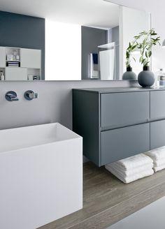 NYU, marque AQUA chez IDEAGROUP, superbe vasque en Aquatek et mobilier gris bleuté existe en 40 autres coloris!