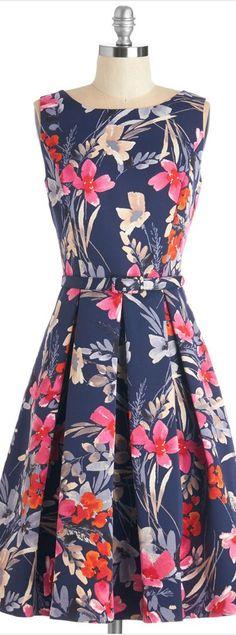 bold floral dress http://rstyle.me/n/wtrvsn2bn
