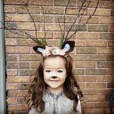Deer costume DIY deer antlers headband Deer make-up - Annekathrin Krantz - Deer Costume Diy, Girl Deer Costume, Deer And Hunter Costume, Deer Costume Makeup, Reindeer Costume, Baby Girl Halloween Costumes, Up Halloween, Diy Costumes, Bambi Costume