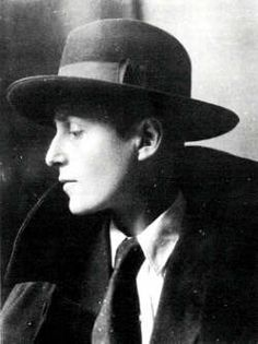 "Queer artist, Gluck, was often photographed in hats and coats very similar to those worn by the figures in the background of Heward's ""At the Café."" Studio portrait of Gluck, photographed by E. Butch Fashion, Androgynous Fashion, Androgyny, Lgbt History, Women In History, Vintage Lesbian, Canada, Butches, Yesterday And Today"