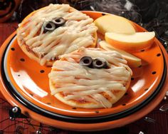 Try this ghoulishly tasty mummy pizza recipe, all your little spooks will love them!