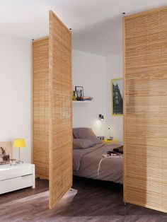 Bed separation in studio apartment room decor diy wall small spaces Cloison amovible, cloison coulissante, meuble cloison, paravent. Apartment Inspiration, Bedroom Inspiration, Deco Studio, Studio Room, Studio Apartment Decorating, Studio Apartment Partition, Studio Apartment Organization, Studio Apartment Furniture, Studio Apartment Layout