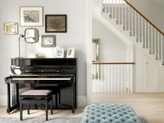 If you have no idea where to set the we present you some functional piano room decor ideas.Most often the piano is placed in the living room, the hallway, the library or in a separate room if you have ability for that. Piano Living Rooms, Small Living Rooms, Home Living Room, Living Room Designs, Living Room Decor, Upright Piano Decor, Piano Vertical, Piano Room Decor, London Living Room