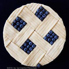 German baker Karin Pfeiff-Boschek has taken pie art to a new mesmerising level – tartaletas ó pays Pie Recipes, Sweet Recipes, Beautiful Pie Crusts, Pie Crust Designs, Pies Art, Kinds Of Pie, My Pie, Pie Tops, Sweet Pie