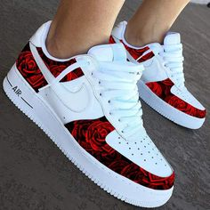 Nike The Rose City Edition Moda Sneakers, Cute Sneakers, Sneakers Nike, Gucci Sneakers, Black Sneakers, Cute Nike Shoes, Nike Free Shoes, Jordan Shoes Girls, Girls Shoes