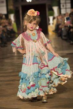 We Love Flamenco Flamenco Costume, Flamenco Skirt, Flamenco Dancers, Folk Fashion, Dance Fashion, Baby Girl Fashion, Kids Fashion, Skirts For Kids, Little Fashionista