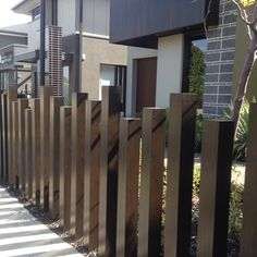 Double High Pallet Fence f… Creative Ideas: Fence Wall Plants white lattice fence. Fence Landscaping, Backyard Fences, Garden Fencing, Backyard Privacy, Pallet Fence, Metal Fence, Front Fence, Dog Fence, Front Doors