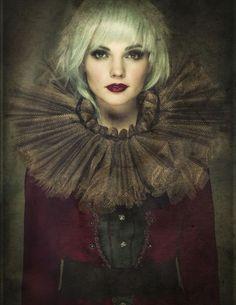 Christina Lazar-Schuler – Cirque du Couture