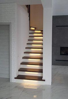 Kolejny nasz projekt schodów na beton, w kolorze jesion/sosna RAL z elementami malowanymi na biało. Dodatkowo oświetlenie LED. Home Stairs Design, Interior Stairs, House Design, Bathroom Design Small, Bathroom Interior Design, Interior Decorating, Staircase Makeover, House Stairs, Stairways
