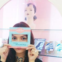 SnapWidget | thank you for the quick brows fix @benefitcosmeticsindonesia  you can't tell but i'm smiling behind this frame! #GimmeBrowBash